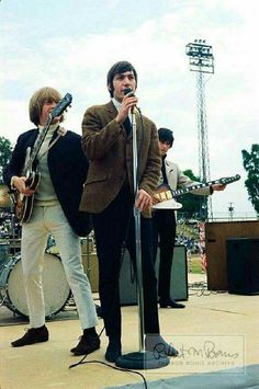 Charlie Watts with Brian Jones & Keith Richards (Bob Bonis) Brian Jones Rolling Stones, Los Rolling Stones, Nicky Hopkins, Rock And Roll History, El Rock And Roll, Rollin Stones, Ronnie Wood, Charlie Watts, Best Rock