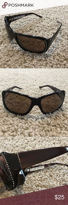 😎NWOT Vera Bradley Sunglasses with Rhinestones Offers welcome! 😎 Vera Bradley sunglasses- dark brown with rhinestones in the front. Brand new, comes with green soft case with drawstring. Vera Bradley Accessories Sunglasses