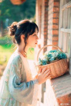 Off Shoulder Knits Dreamy Photography, Girls World, Mori Girl, Hanfu, Ulzzang Girl, Poses, Girl Photos, Asian Beauty, Cute Girls
