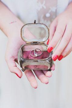 Trendy Wedding ♡ blog mariage • french wedding blog: La ring box vintage ❤ le nouveau coussin d'alliances