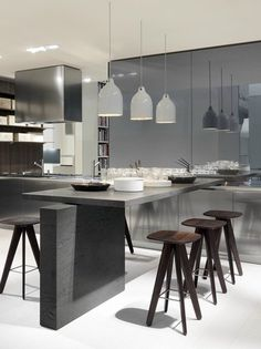 Lacquered wooden #kitchen with island TWELVE by Varenna @poliformvarenna  | #design Carlo Colombo #wood #interiors