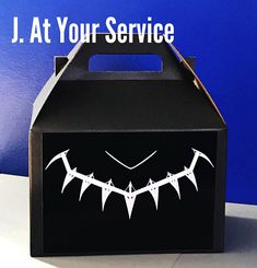 Black Panther Inspired Favor Boxes #catchmyparty #blackpanther #partyfavor