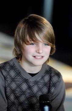 Jasper Publie ベルギーの歌うま少年! Kid Boy Haircuts, Boys Fade Haircut, Cute Haircuts, Boys Long Hairstyles, Young Cute Boys, Cute Teenage Boys, Teen Boys, Kids Boys, Blonde Hair Boy