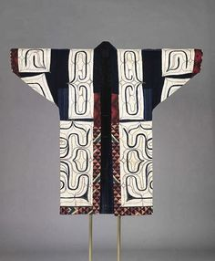 一番の日本人!【Ainu Tribe: Japanese Race】Robe with appliquéd traditional design Ainu Cotton, appliquéd, embroidered, and printed Centimetres: (length), 140 (width) century. Folk Embroidery, Japanese Embroidery, Embroidery Patterns, Embroidery Scissors, Embroidery Supplies, Learn Embroidery, Embroidery Needles, Japanese Textiles, Japanese Kimono