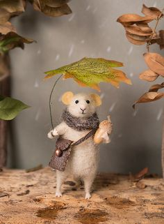 Needle Felted mouse , Woolen mouse , Autumn mouse , Mouse with a leaf , Autumn Decoration , Art Doll , Waldorf animal , Eco-friendly