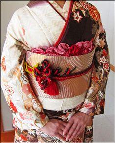 お振袖の帯結び&帯締め・帯揚げアレンジ〈同志会25年度編〉 | 素敵大好き♪美輝美容室 Japanese Clothing, Japanese Outfits, Kimono Pattern, Japanese Textiles, Fabric Art, Tulip, Pattern Design, Clothes, Style