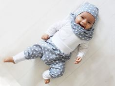 Beanies - ♥ Gray with Stars Set Beanie & Loop ♥ - a designer item . Sewing For Kids, Baby Sewing, Baby Outfits, Baby Boy Fashion, Kids Fashion, Baby Boy Dress, Winter Baby Clothes, Baby Co, Baby Leggings