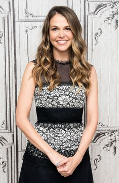 Sutton Foster, who stars in TV Land's Younger, spills her Marc Jacobs purse for Us Weekly — get the details Hair Color 2017, Hair Color And Cut, New Hair Colors, Hair Colour, Sutton Foster, Gentlemen Prefer Blondes, Ombre Hair, Pretty Hairstyles, Hair Hacks