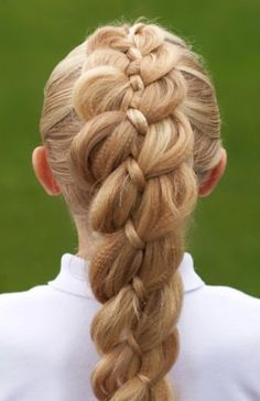 Outward braid, reverse braid, inverse French braid…it has many names! Have you scrolled through New Braided Hairstyles, Inverted Bob Hairstyles, Braided Hairstyles Tutorials, Short Haircuts, Hairstyle Ideas, Reverse Hair Loss, Reverse Braid, Young Girls Hairstyles, Summer Hairstyles
