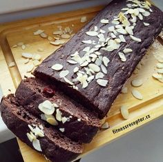 CUKETOVÝ PERNÍK | Fitnessreceptář.cz Sweet Desserts, Sweet Recipes, Healthy Recipes, Healthy Food, Sponge Cake, Nom Nom, Sweet Tooth, Clean Eating, Food And Drink