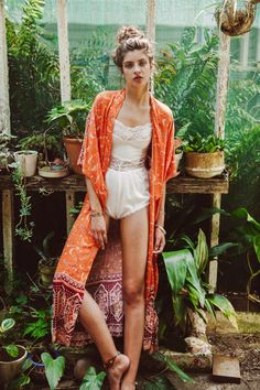╰☆╮Boho chic bohemian boho style hippy hippie chic bohème vibe gypsy fashion indie folk the . ╰☆╮kimono and leotard body suit lace and silk tapestry in a greenhouse with a topknot Boho Hippie, Boho Gypsy, Hippie Style, Gypsy Style, Style Me, Bohemian Mode, Bohemian Style, Style Nomade, Look Kimono