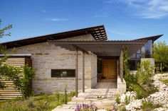 A high-performance Texas home relies on low-tech touches to connect with its Hill Country site.