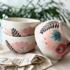 ceramic bowls Most recent Pic Ceramics Bowls sgraffito Suggestions To help paraphrase any bowl is actually a serving can be a pan, or perhaps would it be? Ceramic Bowls, Ceramic Pottery, Pottery Art, Sgraffito, Ceramic Painting, Ceramic Art, Painted Pots, Hand Painted, Crackpot Café