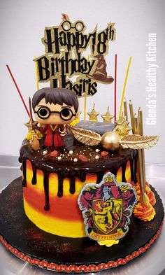Harry Potter Cake Harry Potter Cake Decorations, Harry Potter Desserts, Harry Potter Fiesta, Gateau Harry Potter, Cumpleaños Harry Potter, Harry Potter Birthday Cake, Harry Potter Cupcakes, Disney Cakes, Card Birthday
