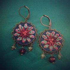 New ones. Love this color combo #earrings #embroidery #textilejewelry #bordado #broderie #boho #jewelry #ohrringe #rundundbunt #handmade #stickerei