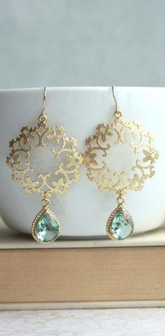 Boho, Ornate Filigree Gold with Erinite Glass Drops Earrings I Love Jewelry, Jewelry Box, Jewelery, Jewelry Accessories, Fashion Accessories, Jewelry Design, Fashion Jewelry, Jewelry Making, Diy Schmuck