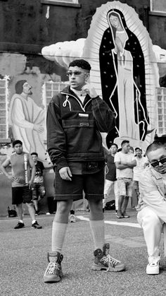 Bad Bunny and J Balvin, two of reggaeton's biggest names, talk about their upcoming joint album and how Latin trap revitalized the genre. Black And White Picture Wall, Black And White Pictures, Smart Casual Outfit, Badass Aesthetic, Blue Aesthetic, Jason Voorhees, Nike Logo, Latin Artists, Armani Exchange
