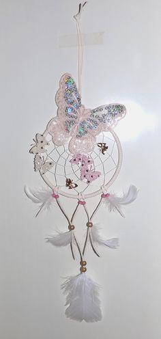 Dromenvanger - Dreamcatcher >>>>>>>> Vlinders <<<<<<<< Graag nodig ik je uit mijn online Dromenvangers-Winkeltje te bezoeken met door mij ontworpen originele & unieke dromenvangers. *I invite you to visit my online dreamcatcher shop with my own personal, unique dreamcatchers: http://dromenvangeres.marktplaza.nl