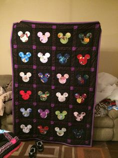 Different Disney fabric in Mickey Mouse ears but change to red instead of purple. Disney Mouse, Disney Diy, Disney Crafts, Mickey Mouse Quilt, Mickey Minnie Mouse, Disney Quilt, Disney Fabric, Sewing Crafts, Sewing Projects