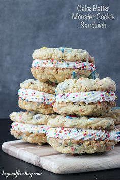 Cake Batter Monster Cookie Sandwiches Funfetti Monster Cookie Sandwich- Thick Oatmeal cookies with vanilla cake mix, sprinkles and MnMs Köstliche Desserts, Delicious Desserts, Yummy Food, Yummy Dessert Recipes, Delicious Cookies, Yummy Treats, Sweet Treats, Think Food, Sandwich Cookies