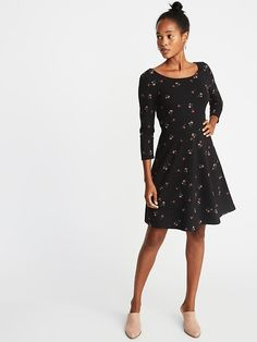 old navy printed sleeve fit & flare dress Old Navy Outfits, Gap Outfits, Flare Skirt, Fit Flare Dress, Fit And Flare, Old Navy Women, Hot Dress, Girls Shopping, Fashion Dresses