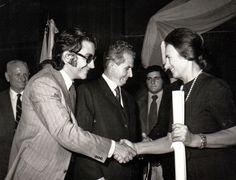 Elena Ceausescu recibe el doctorado honoris causa por la Universidad de Buenos Aires, 1974. Fotografía: Romanian Communism Online Photo Collection (CC). Jiang Qing, Che Guevara, Fictional Characters, Cult Of Personality, Private Life, Bucharest, Romania, University