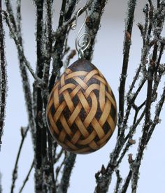Celtic Knotwork Pyrography Woodburned Egg Gourd by JRAGourdArt Wire Ornaments, Carved Eggs, Wood Burning Crafts, Bone Carving, Gourd Art, Leather Projects, Old Wood, Pyrography, Gourds