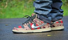 Nike sb fredy kruger se vend a L Classic Sneakers, Best Sneakers, Sneakers Nike, Sock Shoes, Shoe Boots, Swag Outfits Men, Freddy Krueger, Nike Sb Dunks, Swagg
