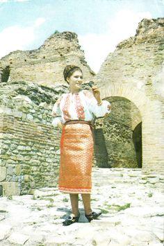 Ethnic Fashion, Ancestry, Romania, Folk, Costumes, Preschool, Beautiful, Winter, People