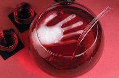 Bebida sangrienta para Halloween, especial para las fiestas - http://www.manualidadeson.com/bebida-sangrienta-para-halloween-especial-para-las-fiestas.html