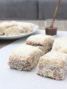 O melhor bolo do MUNDO! <3 Bolo Prestígio Invertido Gelado = Bolo de Coco com recheio de Brigadeiro + calda de Coco, gelado e molhadinho, envolto no coco ralado! Isso é AMOR! Nham Nham!