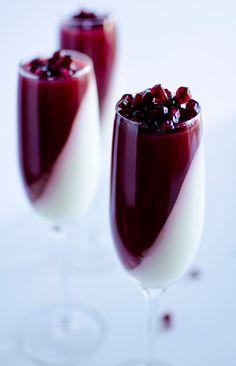 Jogurtowa panna cotta - przepis Desserts In A Glass, Sweet Desserts, Sweet Recipes, Panna Cotta, Healthy Smoothies, Healthy Drinks, Smoothie Jar, Colorful Drinks, Yogurt Recipes