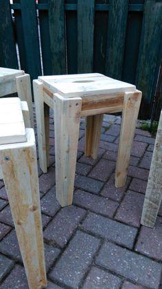 4 taburetes agradables de plataforma de madera reciclada