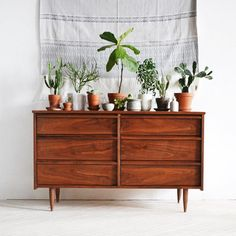commode scandinave thewhiitehouse compte instagram tapis mural boheme urban jungle cactus rose cadillac blog deco vintage