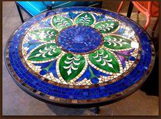 blue_mosaic_round_patio_table.jpg 608×450 pixels