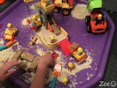 Terrific Transport Building Site Tuff Tray Small World Scene for Toddlers-EYFS Children Eyfs Activities, Nursery Activities, Activities For Boys, Video Games For Kids, Indoor Activities, Construction Area Ideas, Construction Eyfs, Construction Business, Construction Design
