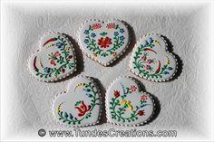 The Gingerbread Artist: Hungarian folk art flower cookie tutorial