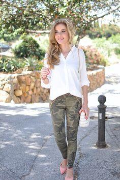 f5b1cc840b Blusa suelta plisada-blanco-SheIn Camo Leggings Outfit, Blouse Outfit,  Street Style