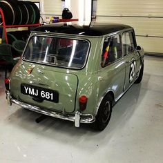 Reposted from - of the top posts. A historic racer that looks too good to race! Mini Cooper S, Mini Cooper Classic, Classic Mini, Classic Cars, Mini Morris, Mini Clubman, Car Colors, Automobile, Mini Things