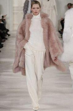 sfilata Ralph Lauren autunno inverno 2014 2015 pelliccia rosa