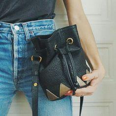 @shopinsidecloset accueille aujourd'hui Mathilde, créatrice de la marque de sacs à main Mademoiselle Shade  Découvrez son univers et sa collection sur www.insidecloset-shop.com✨ #newbrand#mademoiselleshade#sacsamain#createurs#francais#selection#cuirs#elliot#leatherbags#shopinsidecloset