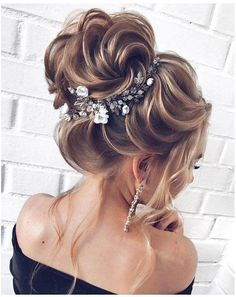 20 Long Wedding Hairstyles and Updos from mpobedinskaya 20 Long Wedding Hairstyles and Updos from Long Wedding Hairstyles and Updo. Grad Hairstyles, Modern Bob Hairstyles, Choppy Bob Hairstyles, Wedding Hairstyles For Long Hair, Down Hairstyles, Easy Hairstyles, Grecian Hairstyles, Pretty Hairstyles, Beach Wedding Hair