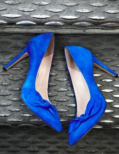 Loving Cobalt Blue, and the bows