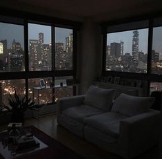 DIY home decor on a budget - # decoration diy budget backyard Apartment View, Dream Apartment, New York City Apartment, City Apartment Decor, Toronto Apartment, Apartment Goals, City Aesthetic, Aesthetic Rooms, Night Aesthetic