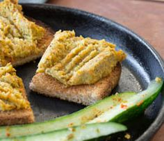 Perfectly balance your plate: Serve on a slice of whole-grain toast, or serve with 2 C (500 ml) veggies.