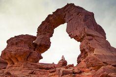 "In Tihok, ""la grande arche"", Tadrart, Sahara Algérien © C.Racineux / Kalao Studio"