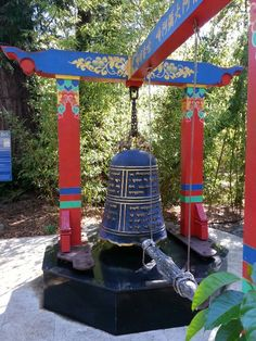 Tibetan temple bell Tibetan Art, Tibetan Buddhism, Buddhist Prayer, Buddhist Art, Dalai Lama, Nepal, Seven Years In Tibet, Monte Everest, Temple Bells