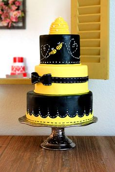 Bee love — Round Wedding Cakes.... This Bee Cake would be adorable for a Baby Shower..