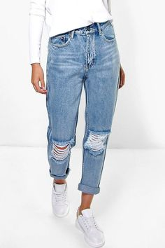 Light Blue Open Knee Boyfriend Jeans - boohoo, denim, jeans, how to wear jeans, how to wear denim Cute Ripped Jeans, White Skinny Jeans, Jeans Fit, Polo Jeans, Ripped Knees, Hollister Jeans, Diy Jeans, Flare Jeans, Rolled Up Jeans