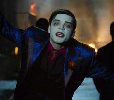 Gotham Season 5 Finally Reveals Birth Of Batman & Joker - ScreenPickle Gotham Tv Series, Gotham Cast, Joker And Harley, Harley Quinn, Jonathan Crane Gotham, Jeremiah 3, Gotham Characters, Jerome Gotham, Celebrity Siblings